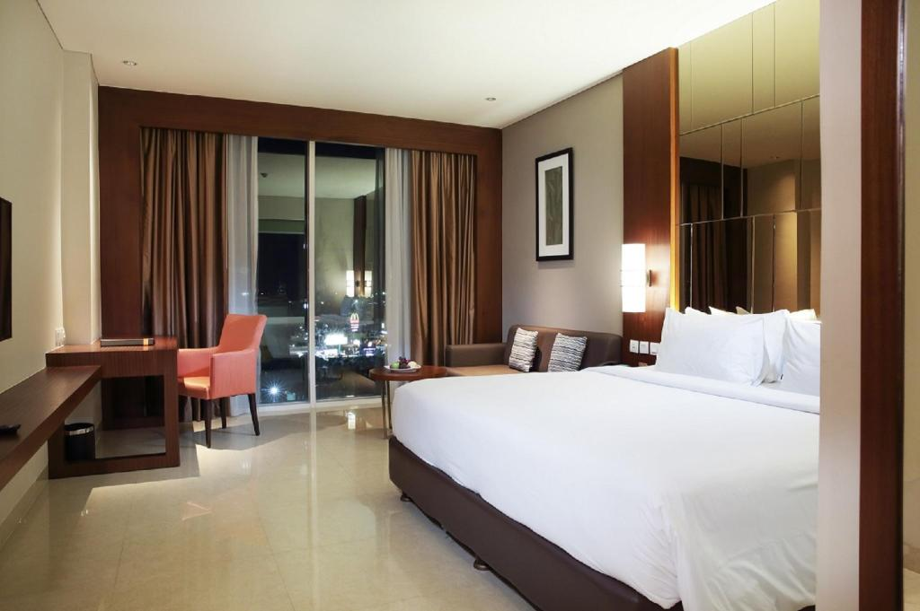 Deluxe - Bathroom The Luxton Cirebon Hotel and Convention