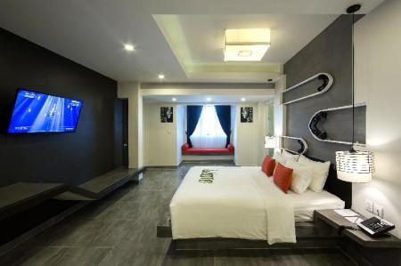 Deluxe Double - Bed Central Suite Residence