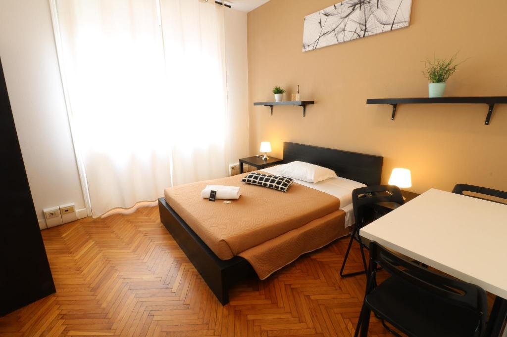 Single with Shared Bathroom - Activities Guest House Pirelli Milano