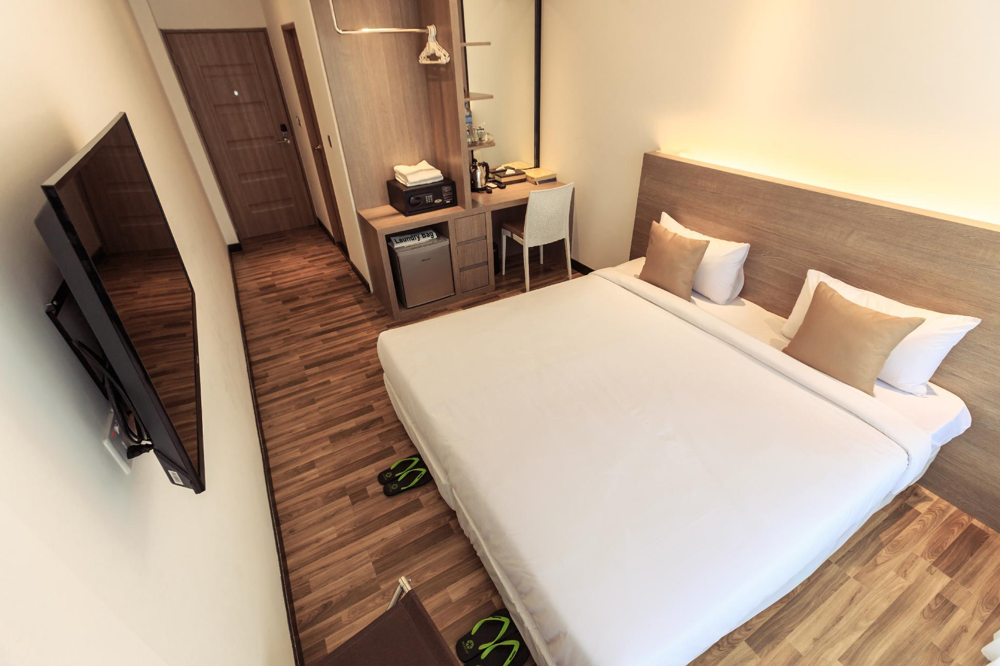 Premier Deluxe Room - Free Shared Kitchen and Laundry Access Included
