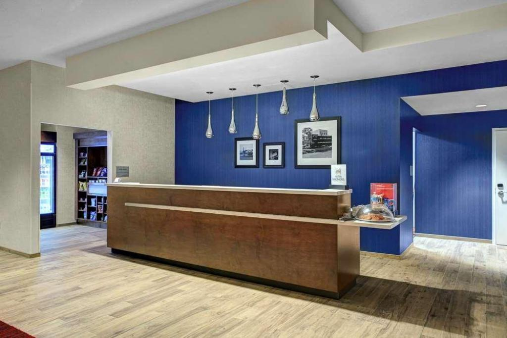 Vestíbulo Hampton Inn & Suites Richmond - Downtown