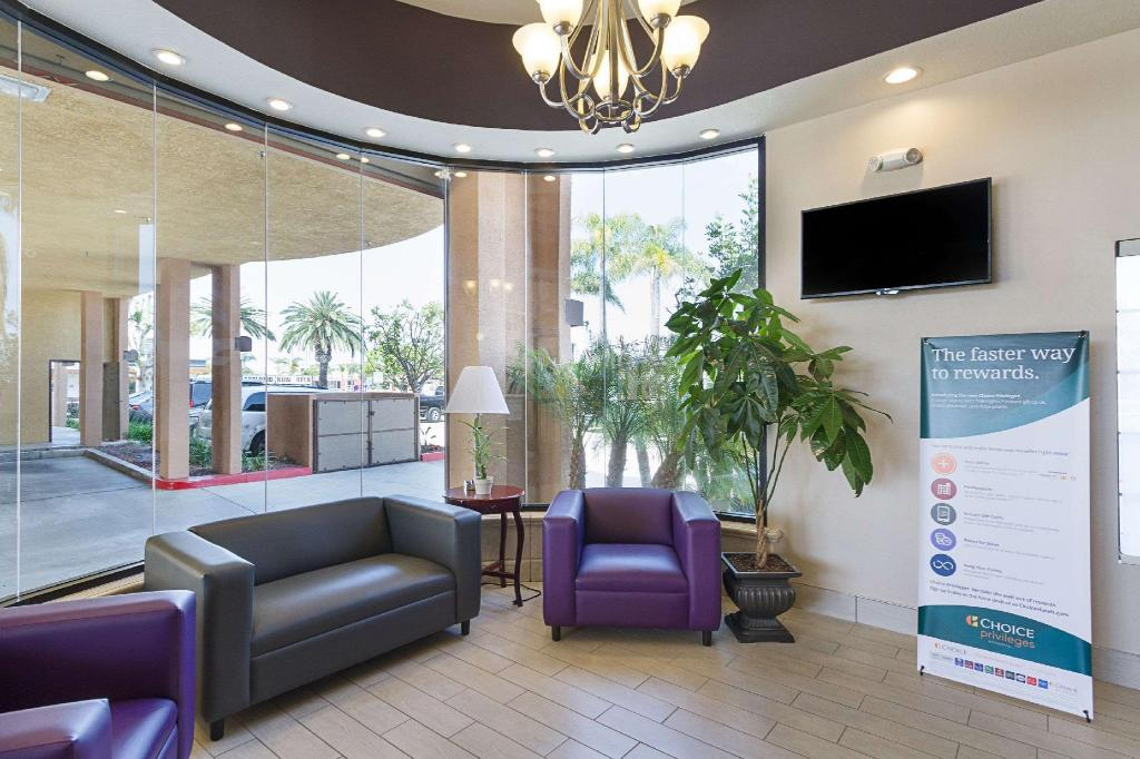 Лоби Quality Inn & Suites Huntington Beach