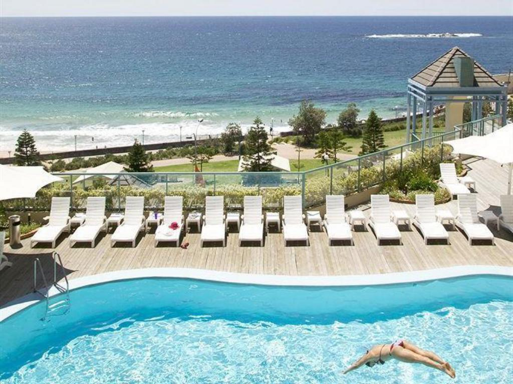 Swimming pool Crowne Plaza Coogee Beach