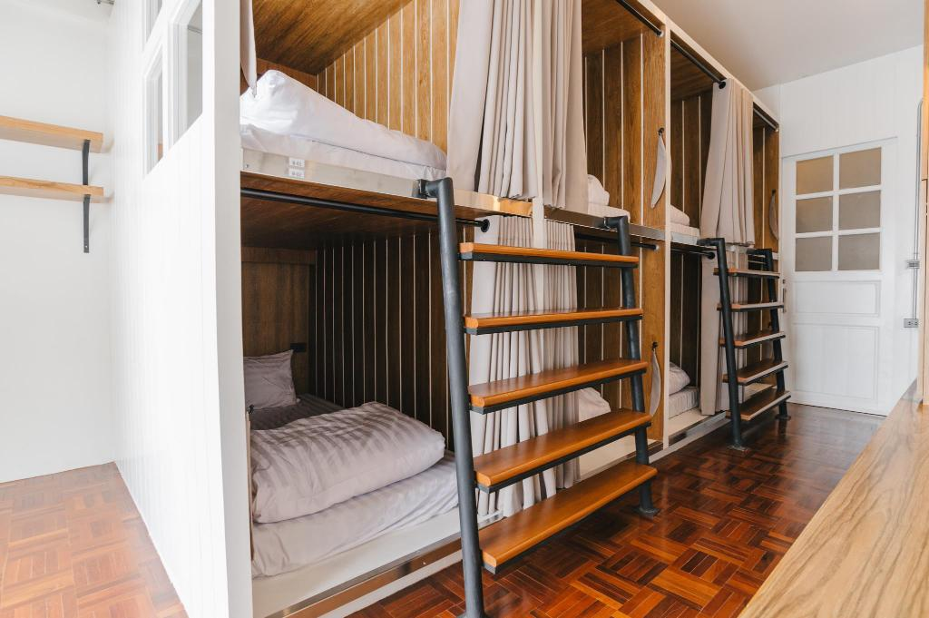 8 - Bed Mixed Dormitory Bed Addict Hostel x Cafe