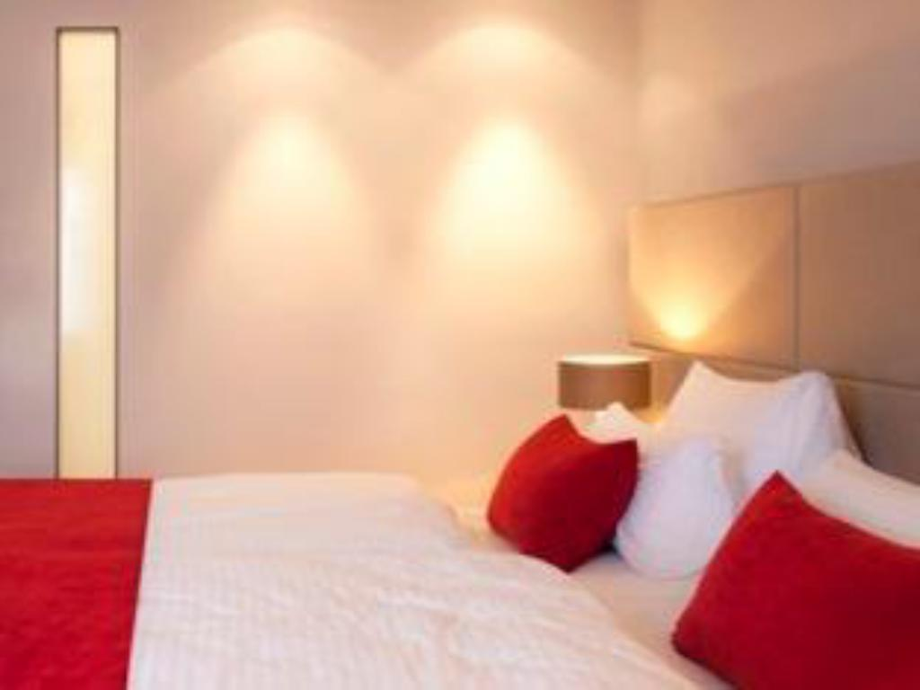 Superior Single Room - Guestroom marc hotel Munich