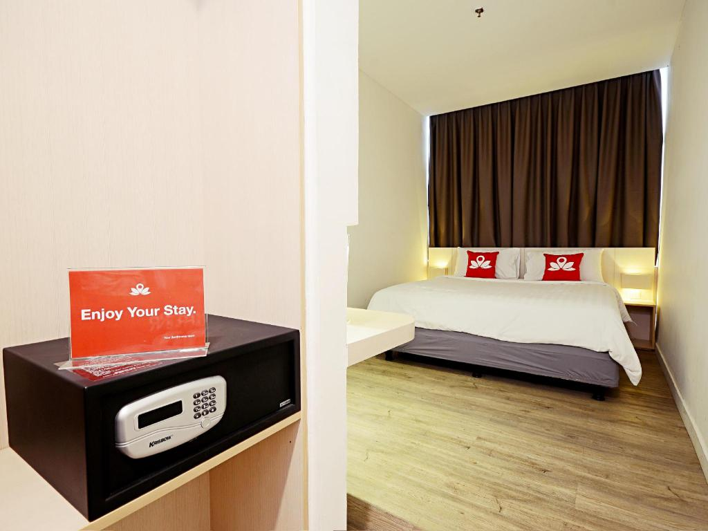 Interior view ZenRooms Pluit PIK