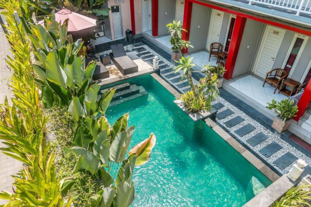 Swimming pool ZenRooms Kuta Tegal Wangi