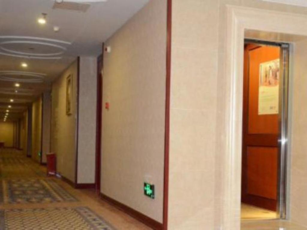 Book Vienna Hotel Chongqing Changshengqiao Subway Station Branch In China