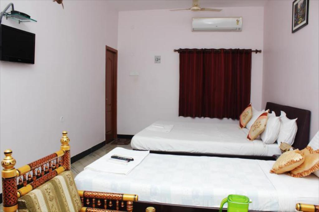 Executive Triple Air Conditioning - Bedroom