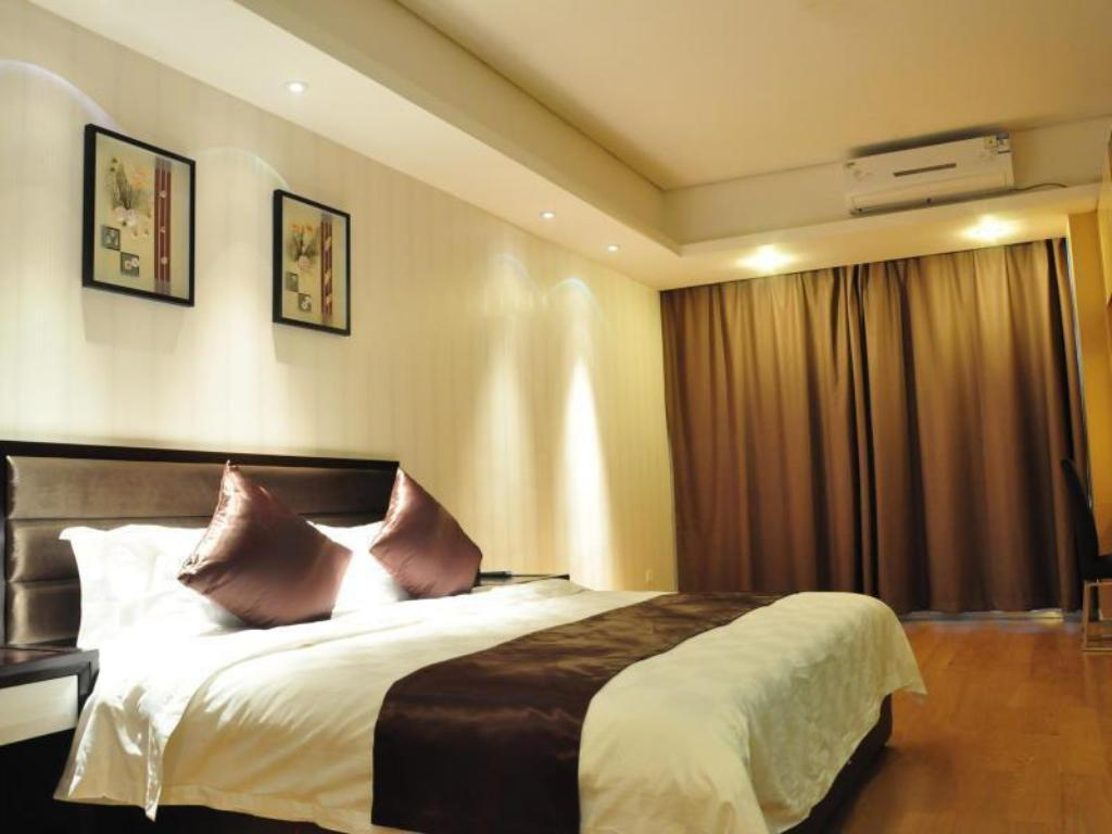 Deluxe City View Room with King Bed Baihe International Apartment Hotel Luogang Wanda Square Branch