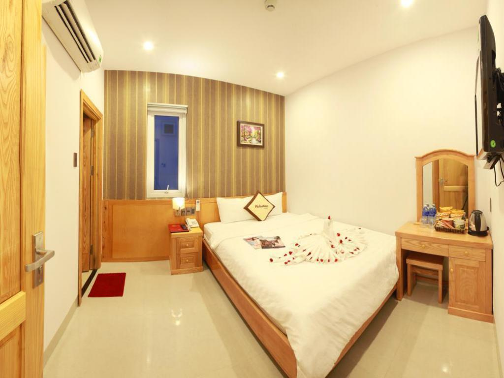 Superior Double Room - Bed Valentine Hotel