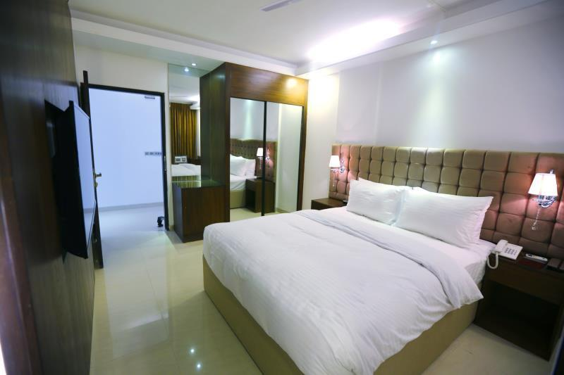Deluxe Twin Room, Smoking, City View