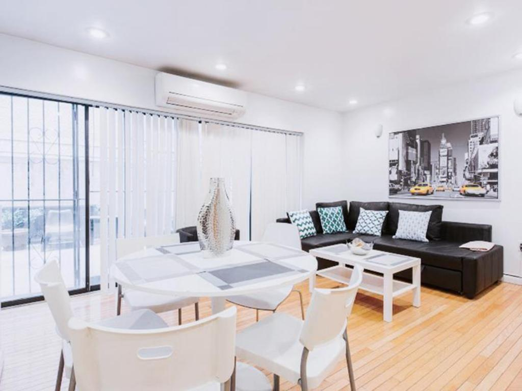Studio with Courtyard in Midtown West