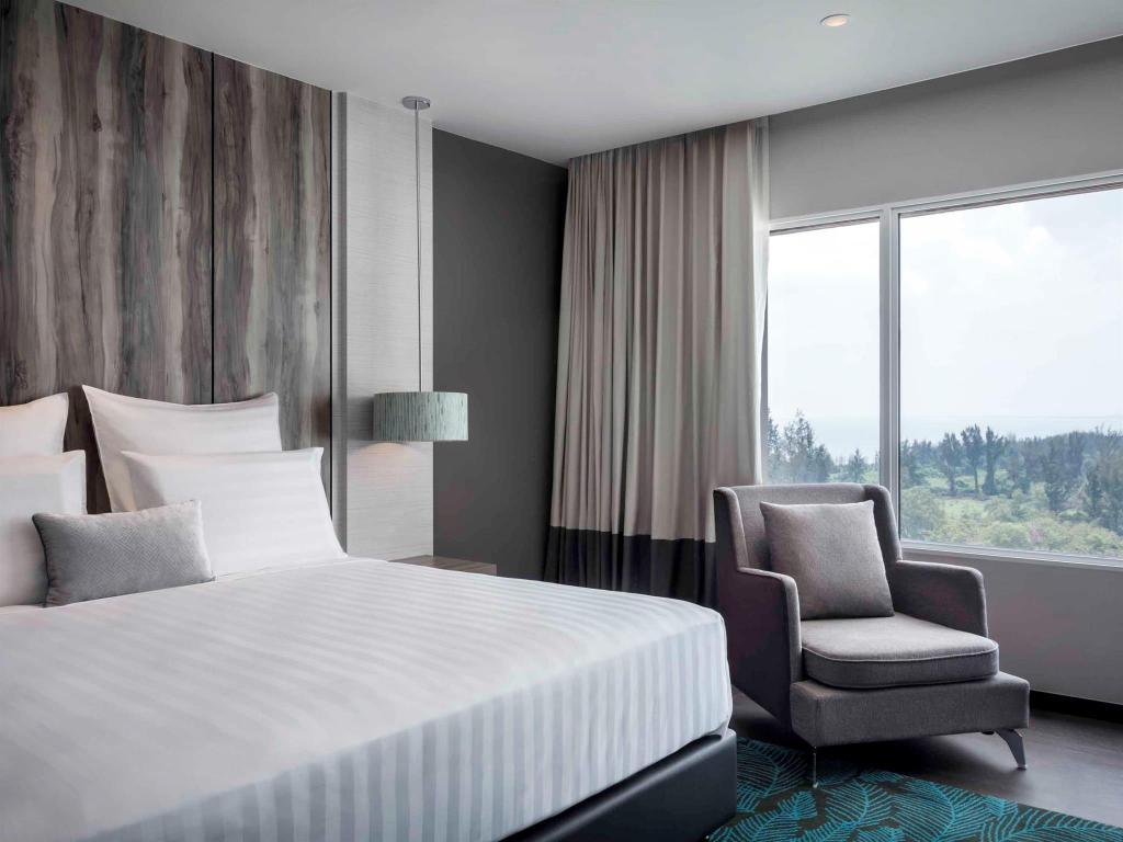Deluxe Room 1 King - Bed Pullman Miri Waterfront