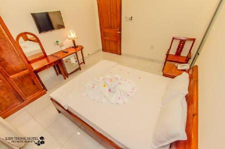 Superior Double Room Lien Thong Hotel