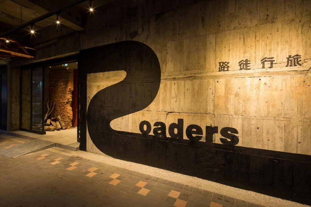 Entrance Roaders Hotel