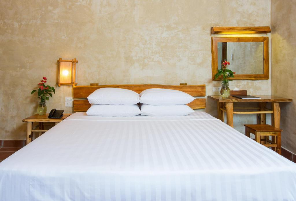 Superior Room - Bed Phu Quoc Valley Resort