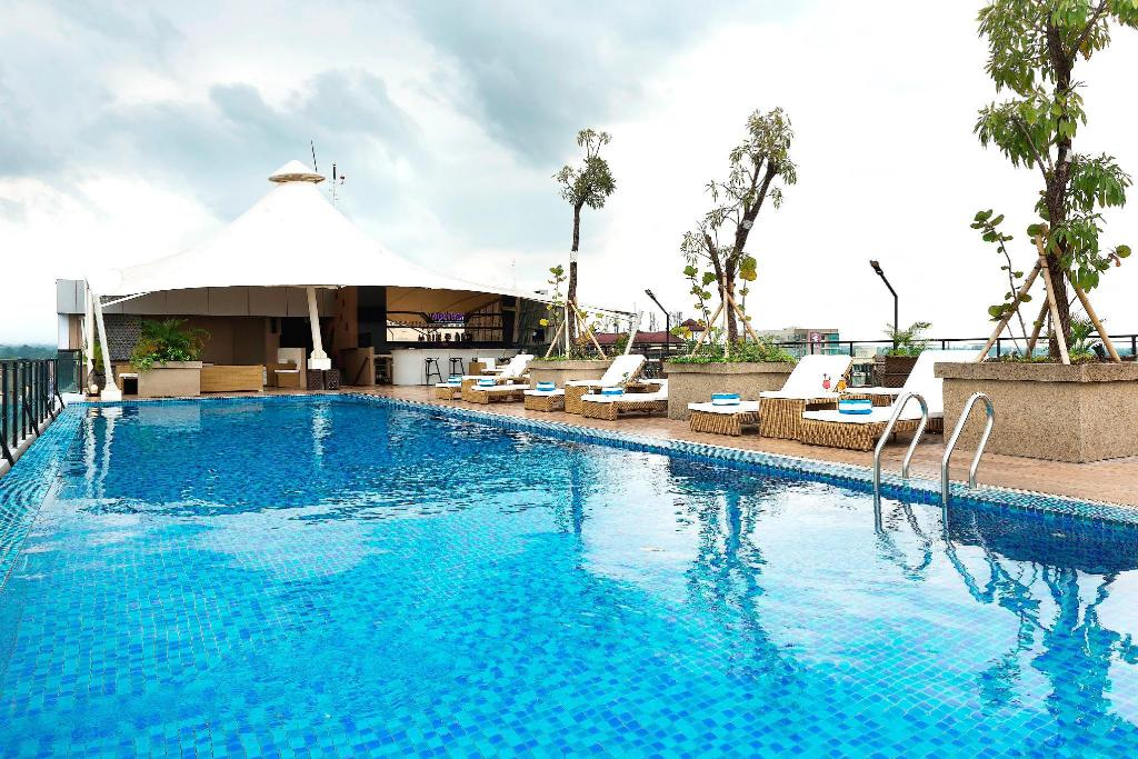 Satoria hotel yogyakarta in indonesia room deals photos reviews for Jogja plaza hotel swimming pool