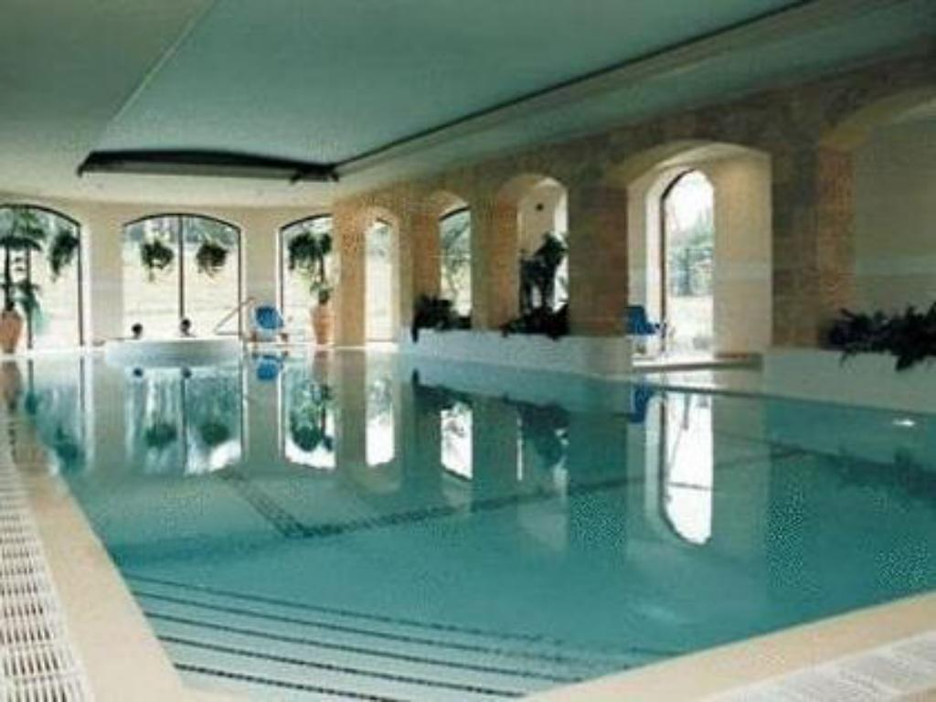Swimming Pool Mill Park Hotel