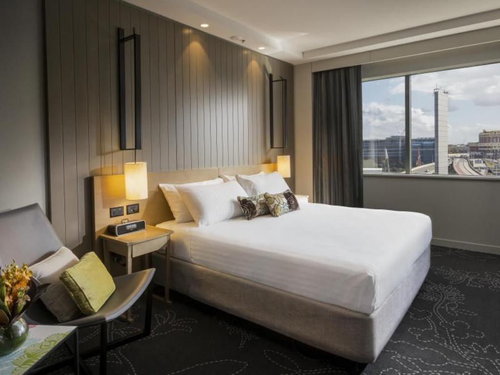 Club Room King ParkRoyal Darling Harbour Hotel