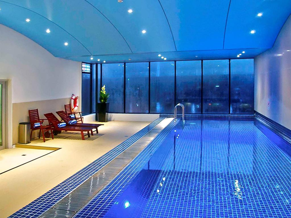 Swimming pool Novotel Sydney Darling Square