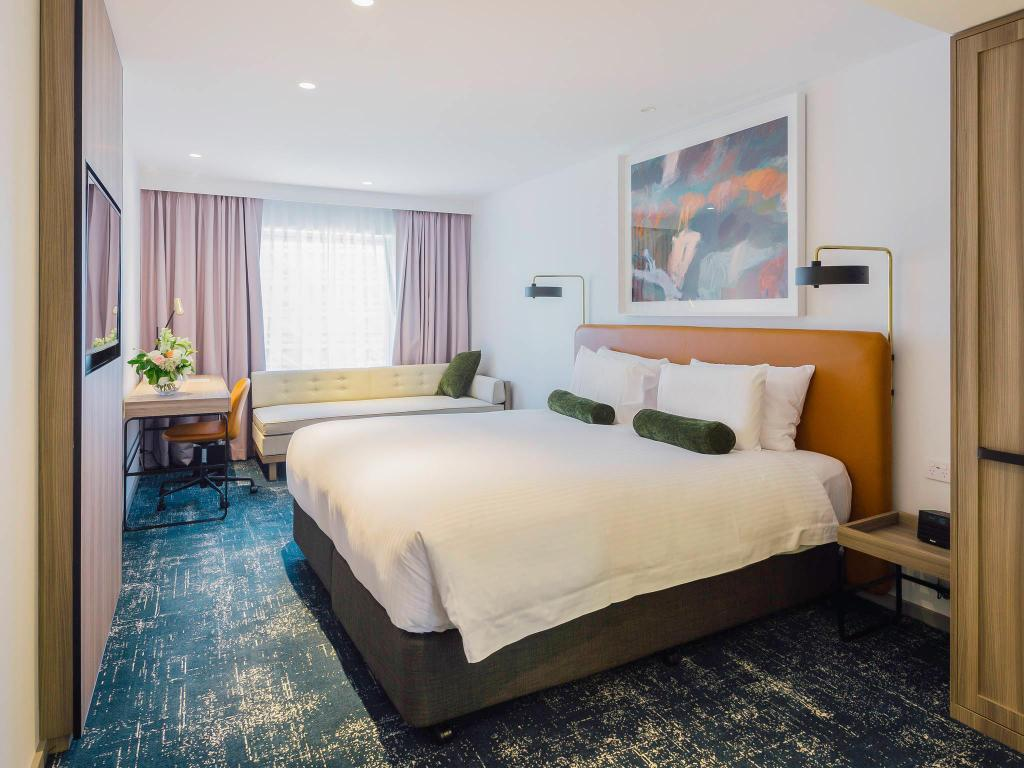 Superior King Room - Bed Novotel Sydney Darling Square