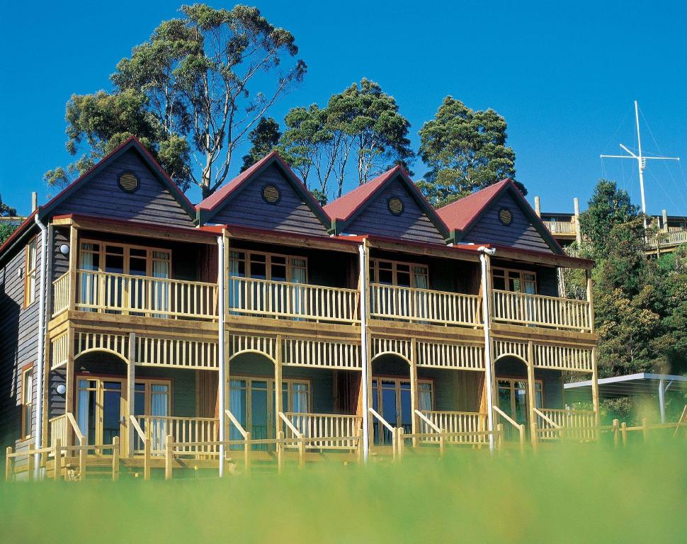 More About Strahan Village Hotel