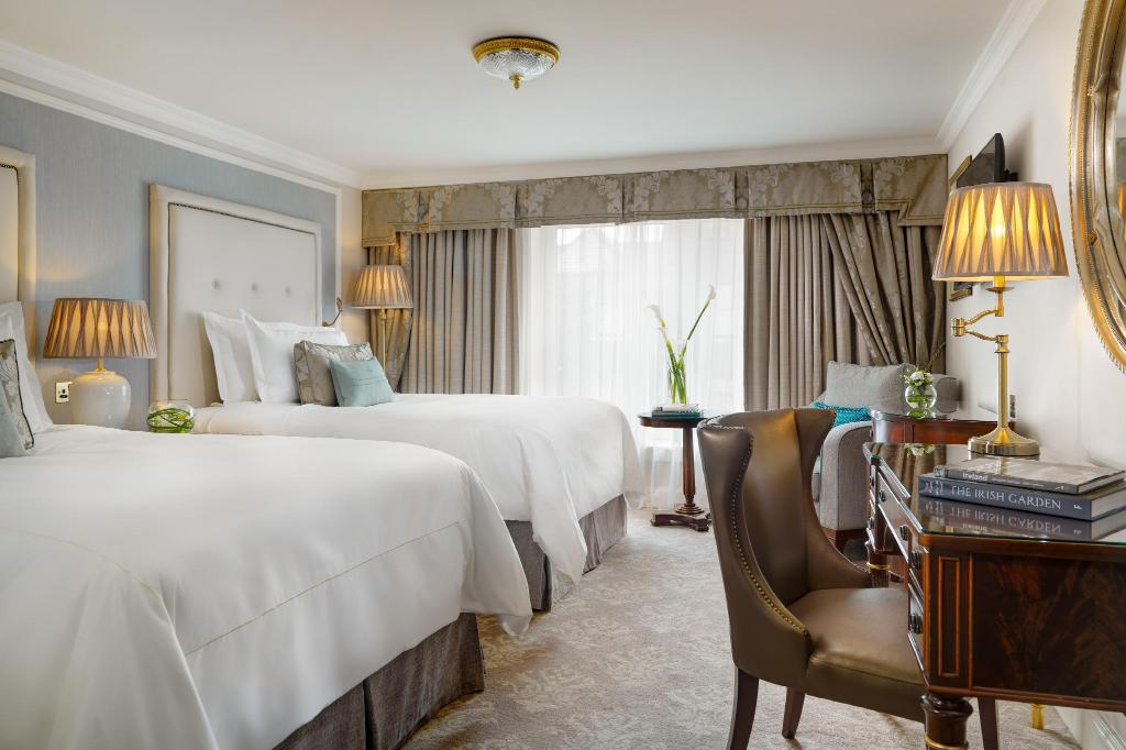 Double Double Guest Room, Guest room, 2 Double - Guestroom Shelbourne Dublin, Autograph Collection