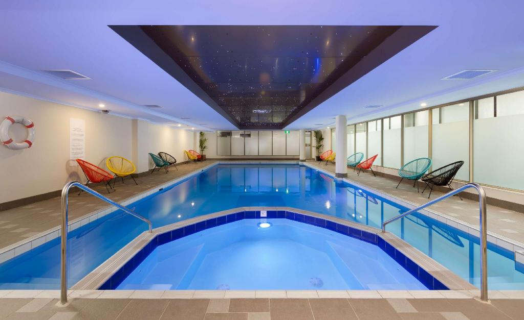 Swimming pool Rydges Sydney Central Hotel