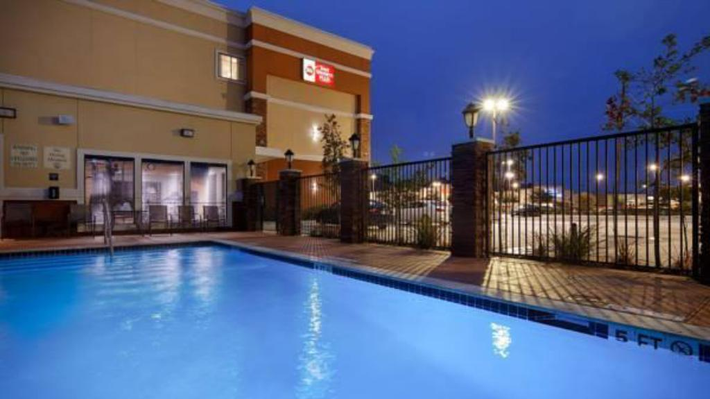 Piscina Best Western Plus Spring Inn & Suites