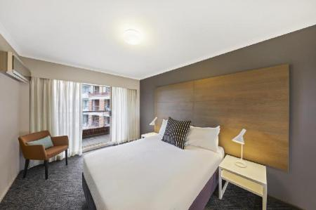 1-Bedroom City View Apartment - Bed Adina Apartment Hotel Sydney Surry Hills