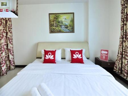 Standard Double Room ZEN Rooms Aryan Suites