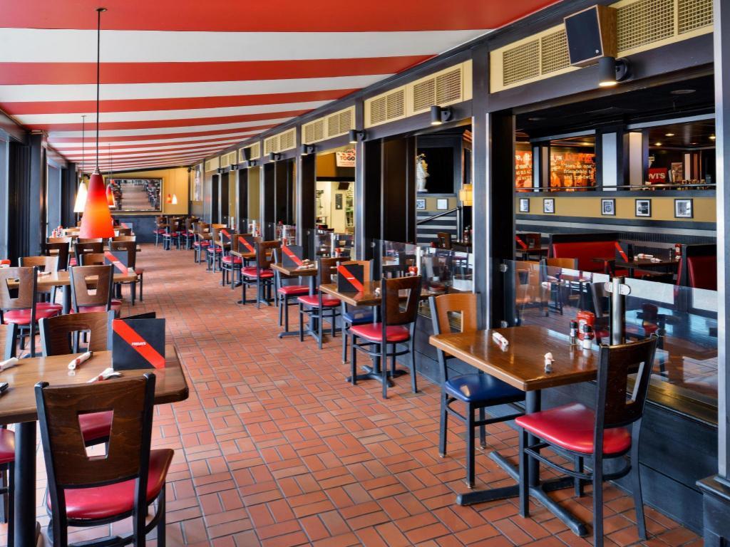 Holiday Inn Express Suites Buffalo