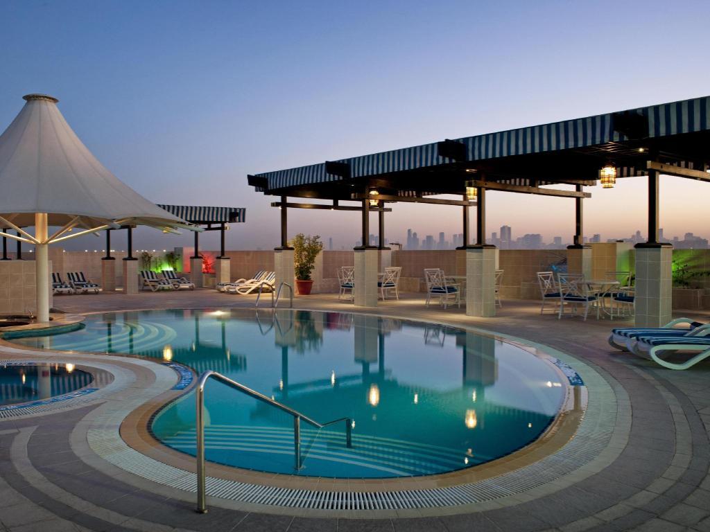 Grand Excelsior Hotel Deira in Dubai - Room Deals, Photos