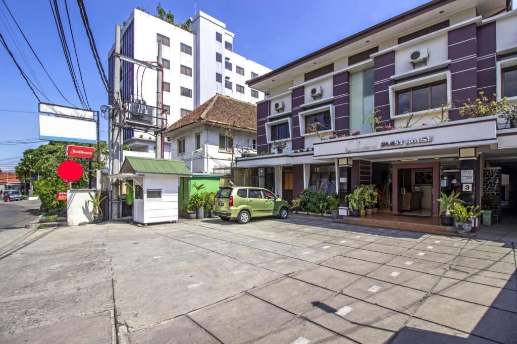 RedDoorz Plus @ Wastu Kencana in Bandung - Room Deals, Photos & Reviews