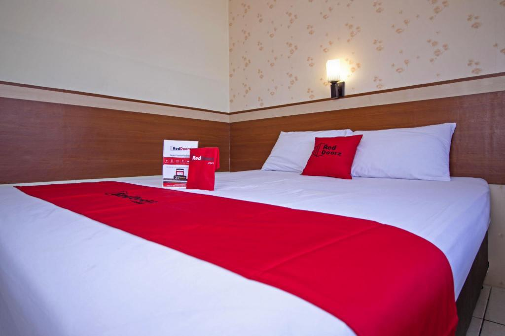 RedDoorz Room - Bed RedDoorz Plus @ Wastu Kencana