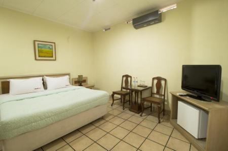 RedDoorz Room RedDoorz Plus near Parahyangan University