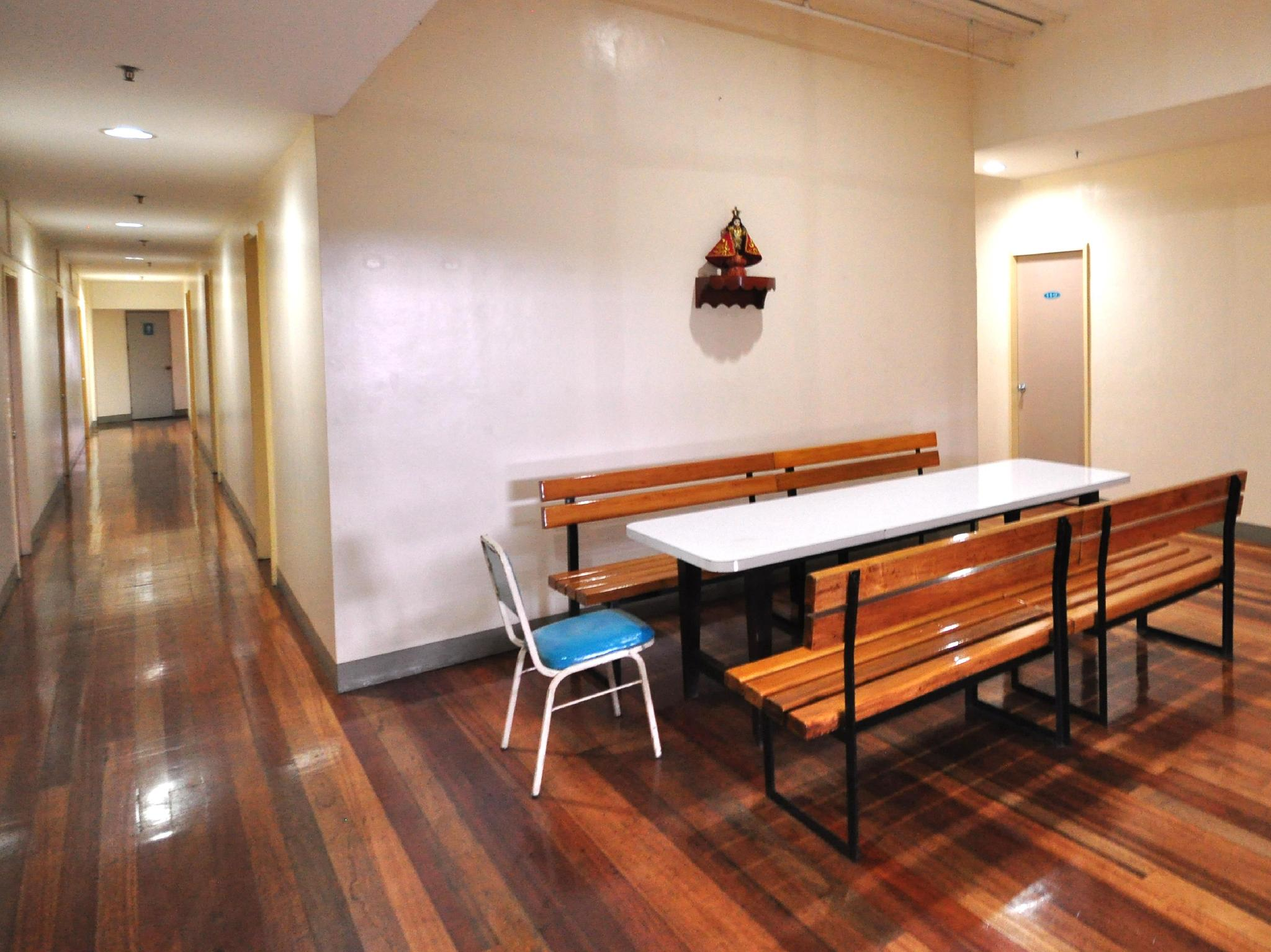 Dormitory Room with Shared Bathroom (3 Adults)