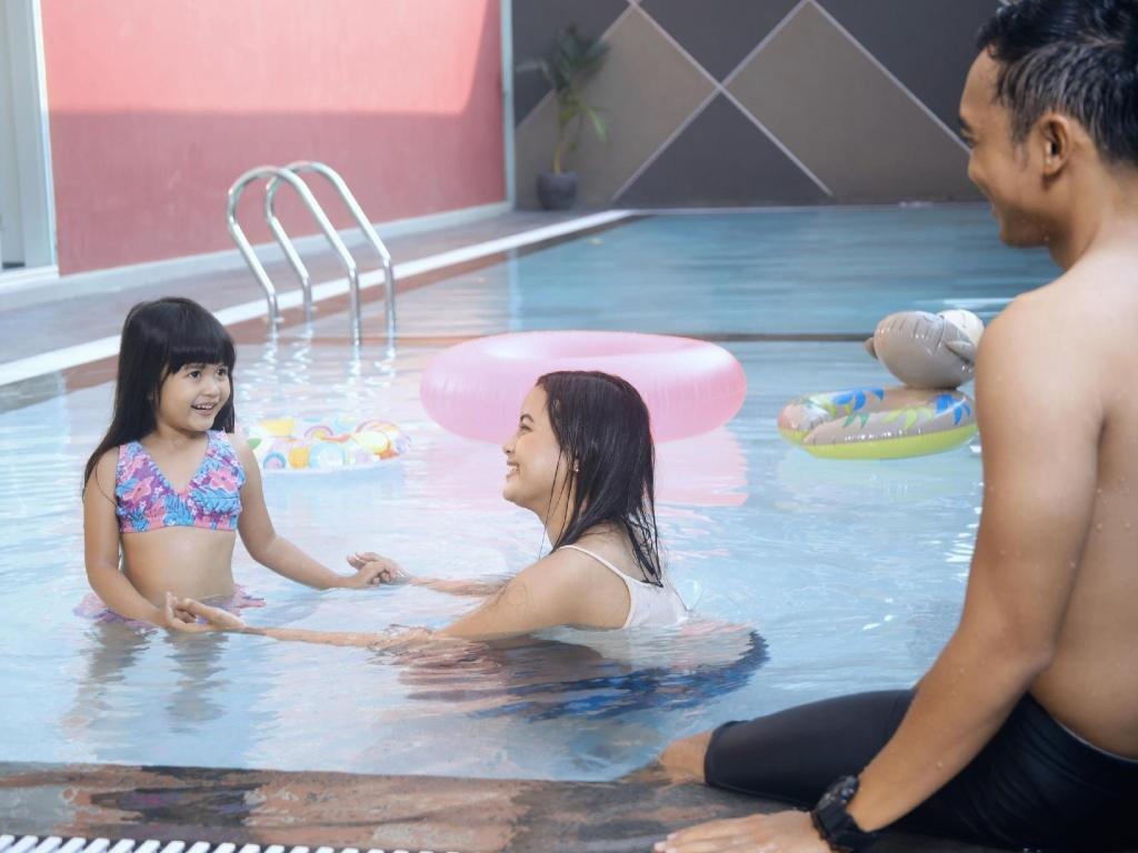Swimming pool favehotel Rungkut Surabaya
