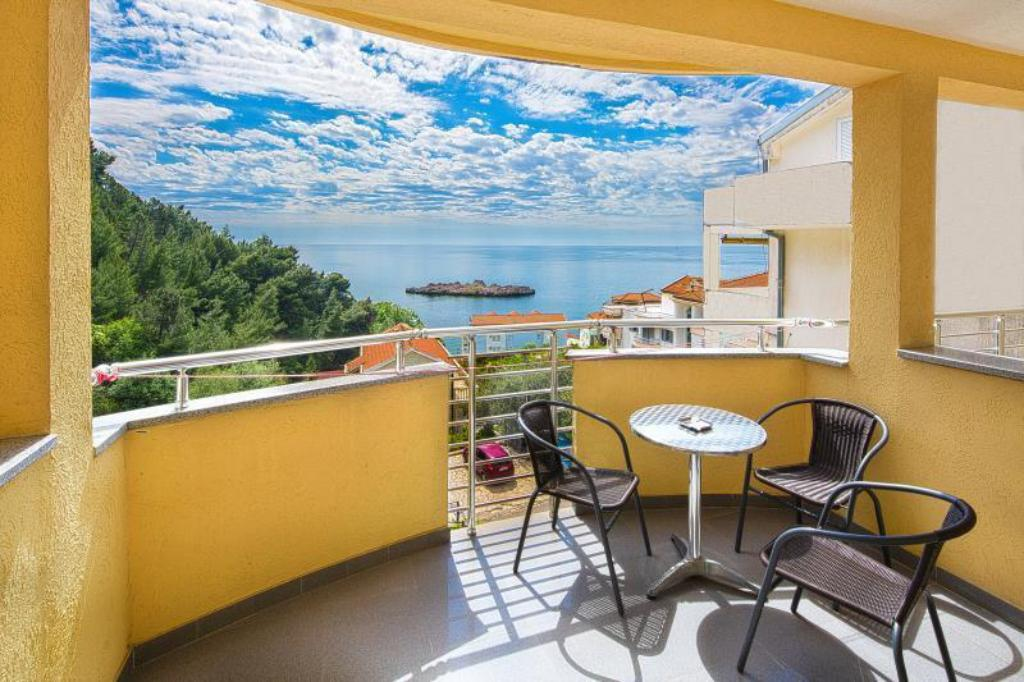Double Room with Balcony and Sea View GUESTHOUSE RADJEN