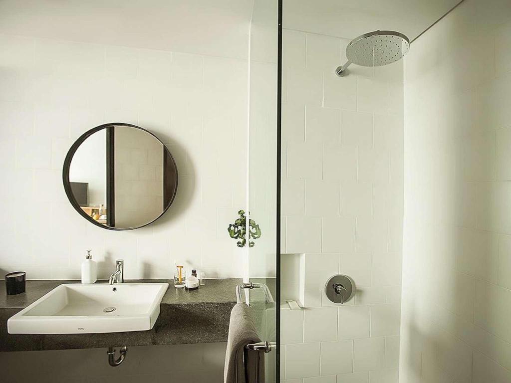 44 Ide Design Kamar Mandi Hotel Minimalis HD Terbaru Yang Bisa Anda Tiru