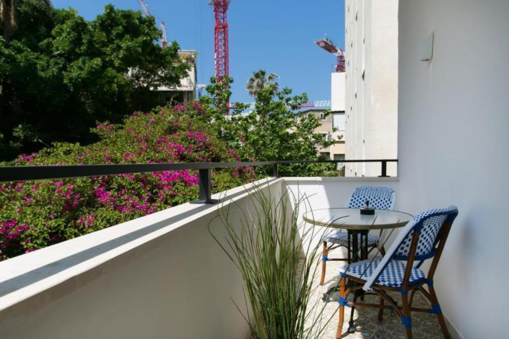 Deluxe Studio with Balcony - Balcony K Suites TLV By The Beach