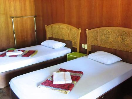 Twin Fan Room - Bed Benarat Lodge