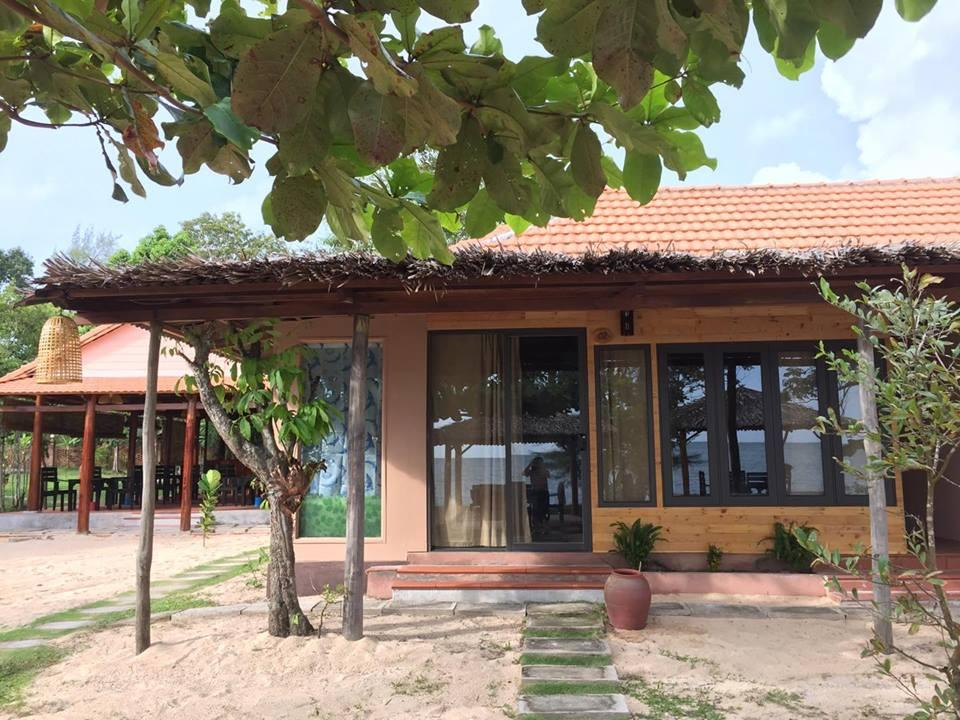 Deluxe Beach Front Bungalow See Photos And Details