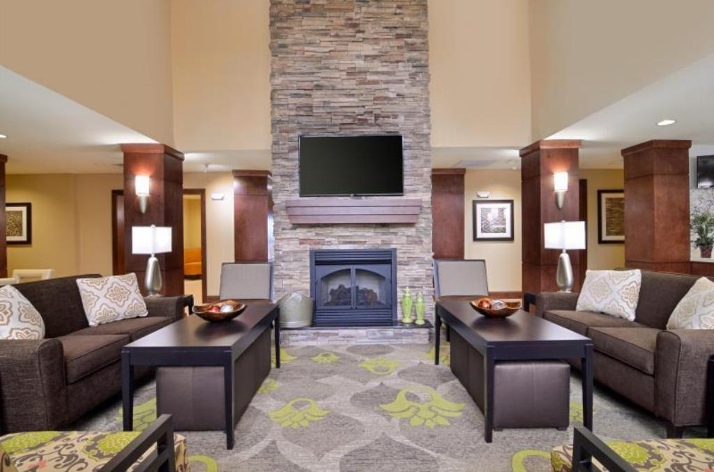 Lobby Staybridge Suites Tomball