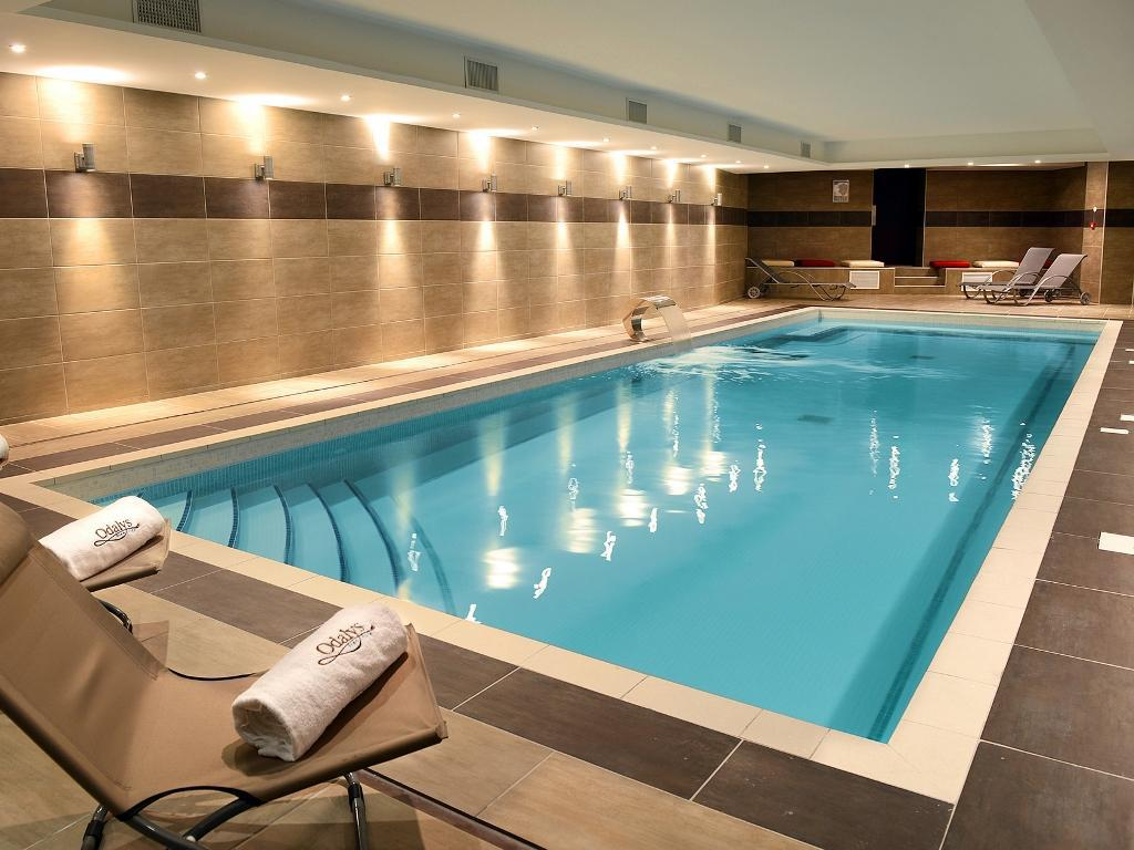 Swimming pool Appart hotel et Spa Odalys Ferney Geneve