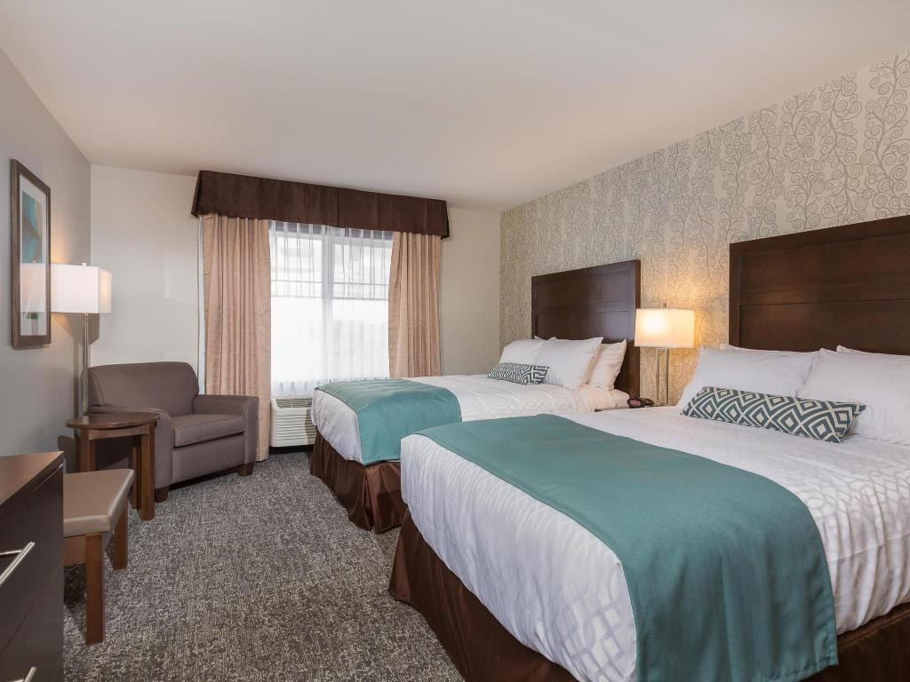Accessible 2 Queen Beds - Guestroom Best Western Plus Chestermere Hotel