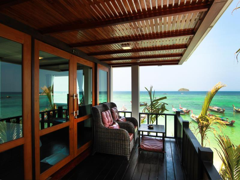 Deluxe Partial Sea View Room with Balcony