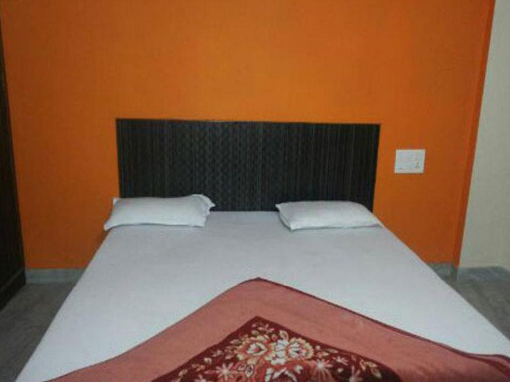Double Bed Non-Air Conditioning Hotel Kalibari