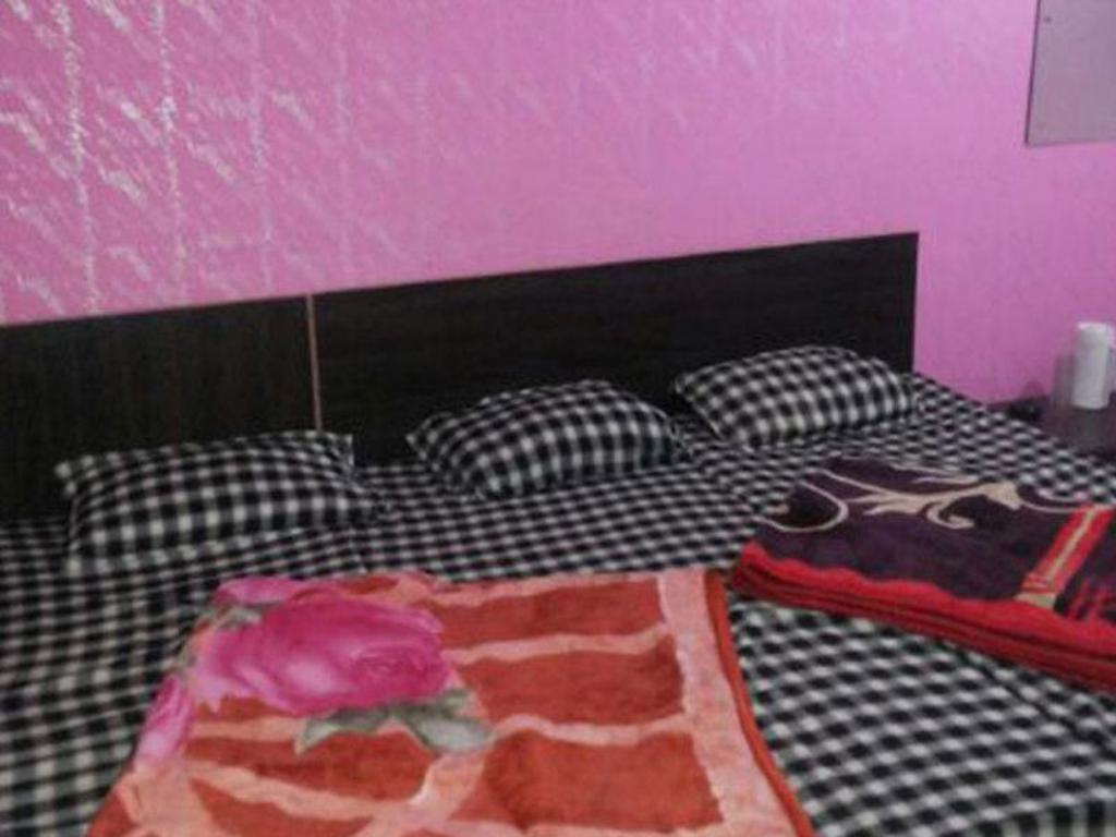 Four Bed Non-Air Conditioning Hotel Kalibari